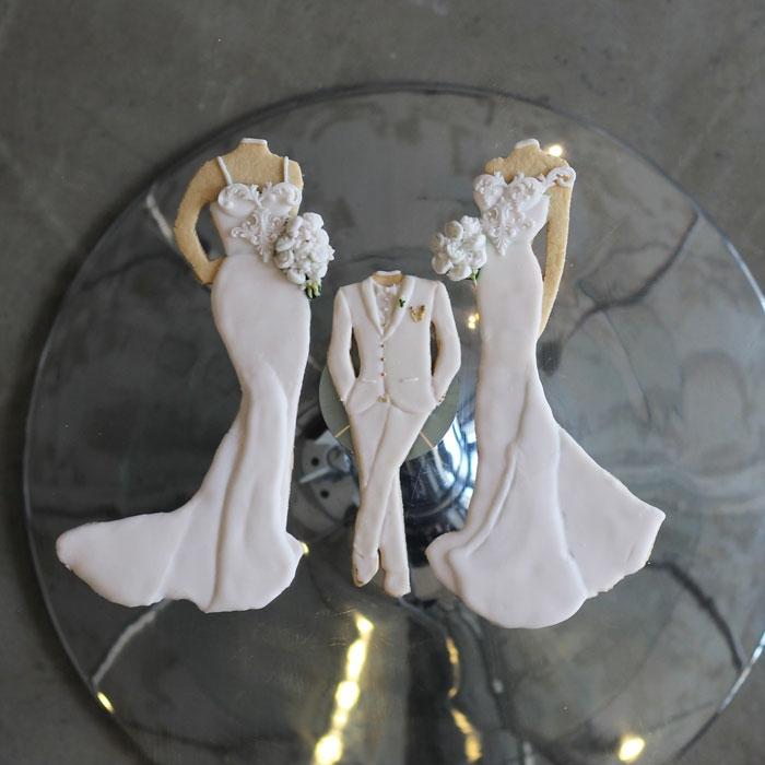 luxury-elegant-wedding-bridal-bridesmaid-and-little-boy-cookies-nina-bakes-cakes-web