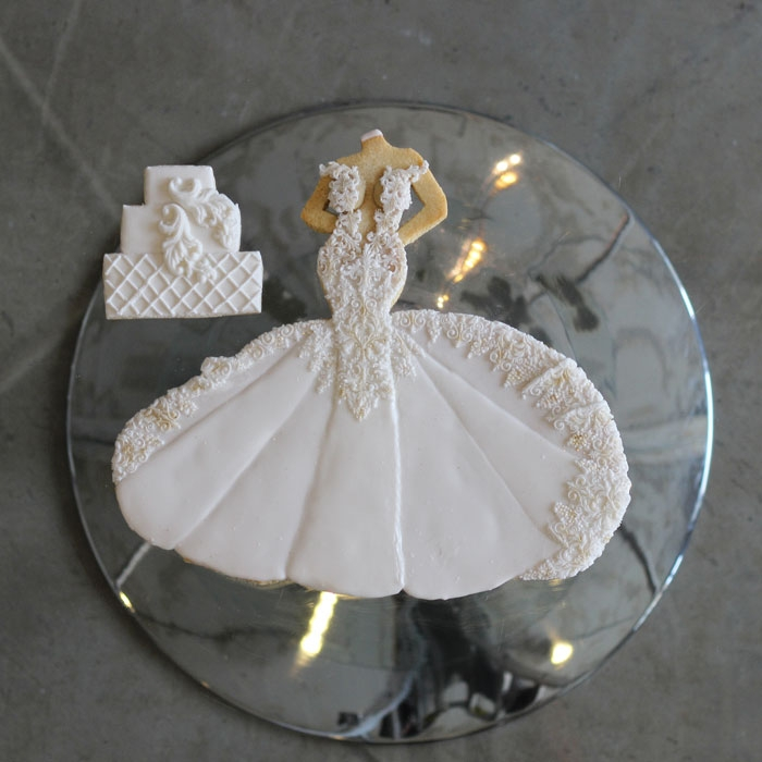luxury-elegant-wedding-bridal-cookies-bride-full-dress-cake-nina-bakes-cakes