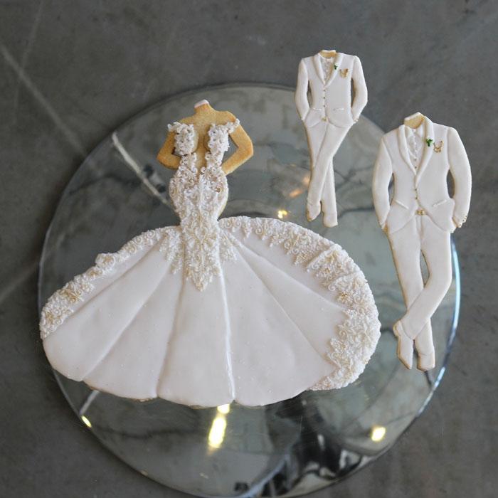luxury-elegant-wedding-bridal-cookies-bride-full-dress-family-nina-bakes-cakes-web