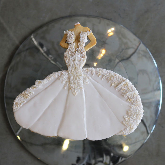 luxury-elegant-wedding-bridal-cookies-bride-full-dress-nina-bakes-cakes-web