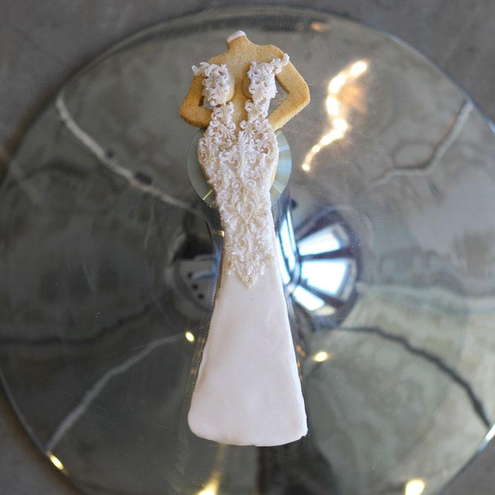 luxury-elegant-wedding-bridal-cookies-bride-nina-bakes-cakes-web
